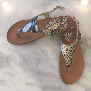 Shoes - 🔥FLASH SALE🔥T-Strap Faux Vintage Leather Thong!